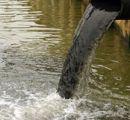 Scarico-acque-nere-industriali-in-corso-di-acque-superficiali